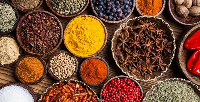 Krydderier giver smag til vores madopskrifter