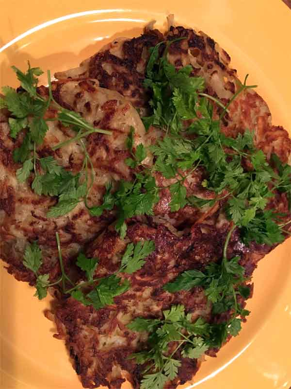 Opskrift: Sprøde kartoffelpandekager i det grønne