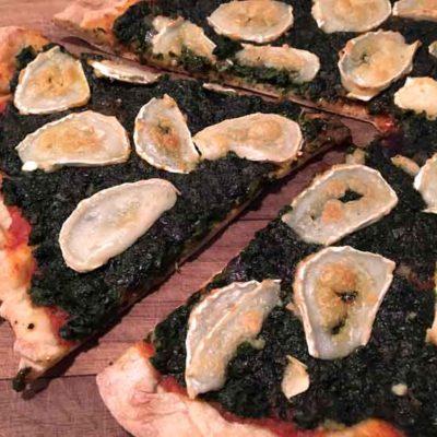 Opskrift: Pizza med spinat og gedeost