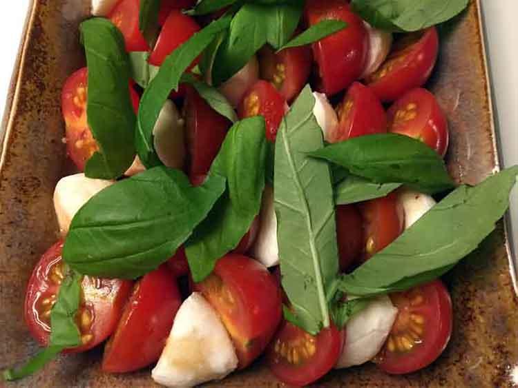 Opskrift: Lækker italiensk tomatsalat (caprese)
