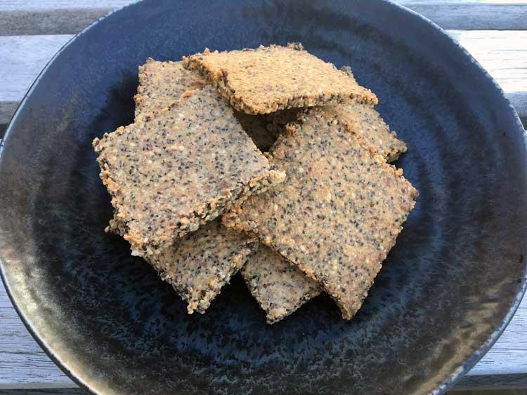 Opskrift: Sunde, sprøde mandel-knækbrød