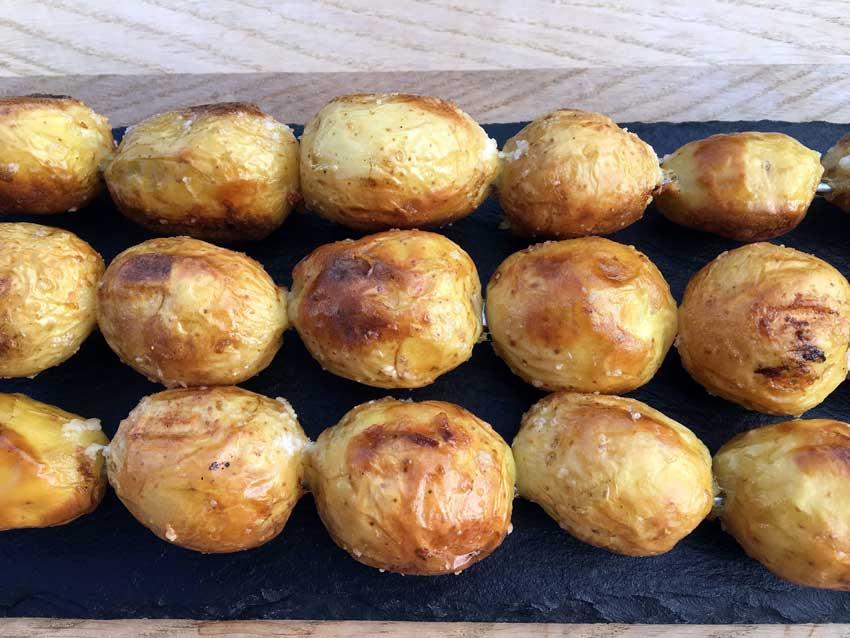 Små Kartofler På Grill Kartofler På Grillen Er Stærkt Vanedannende