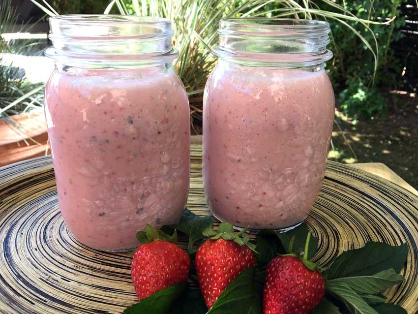Opskrift: Jordbærsmoothie – sund sommerdrik
