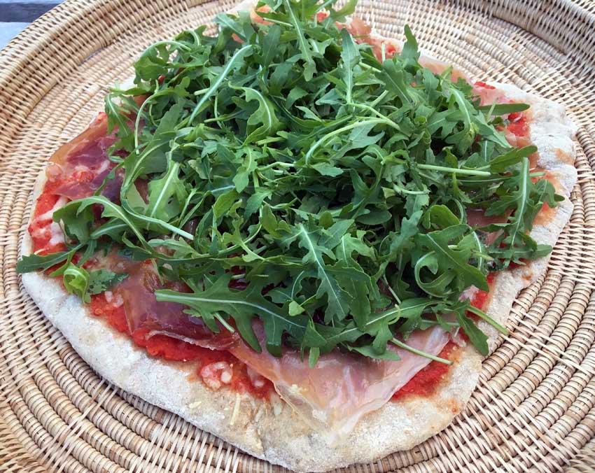 Opskrift: Pizza med parma og ruccola