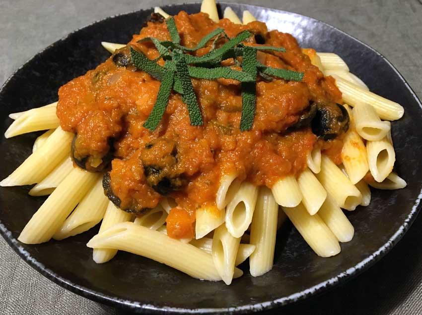 Opskrift: Pasta med italiensk tomatsovs