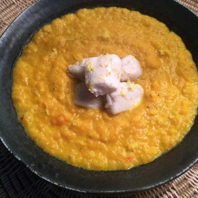 Indisk gulerodssuppe med kylling