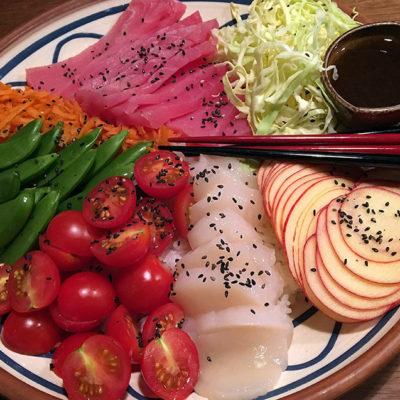 Opskrift: Poké bowl med tun og kammuslinger