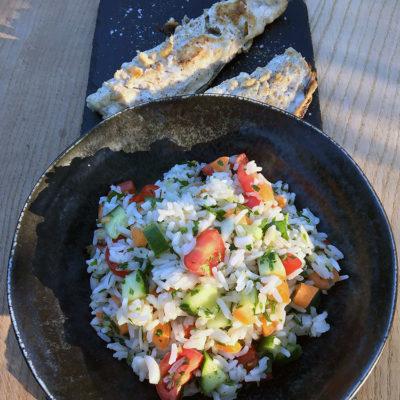 Opskrift: Lun rissalat til fisk
