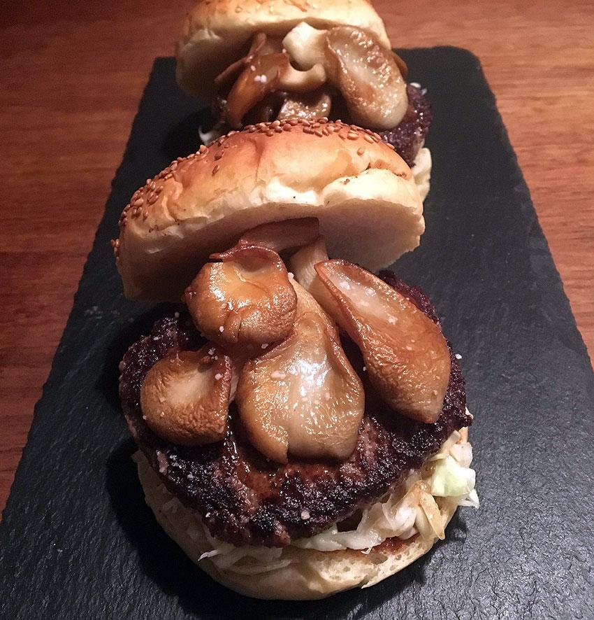 Opskrift: Barbecue burger med østershatte