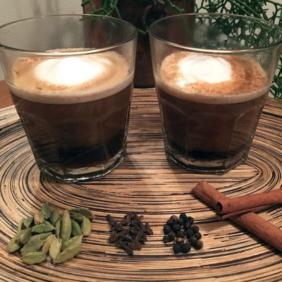 Opskrift: 2 kopper mildt krydret kaffe