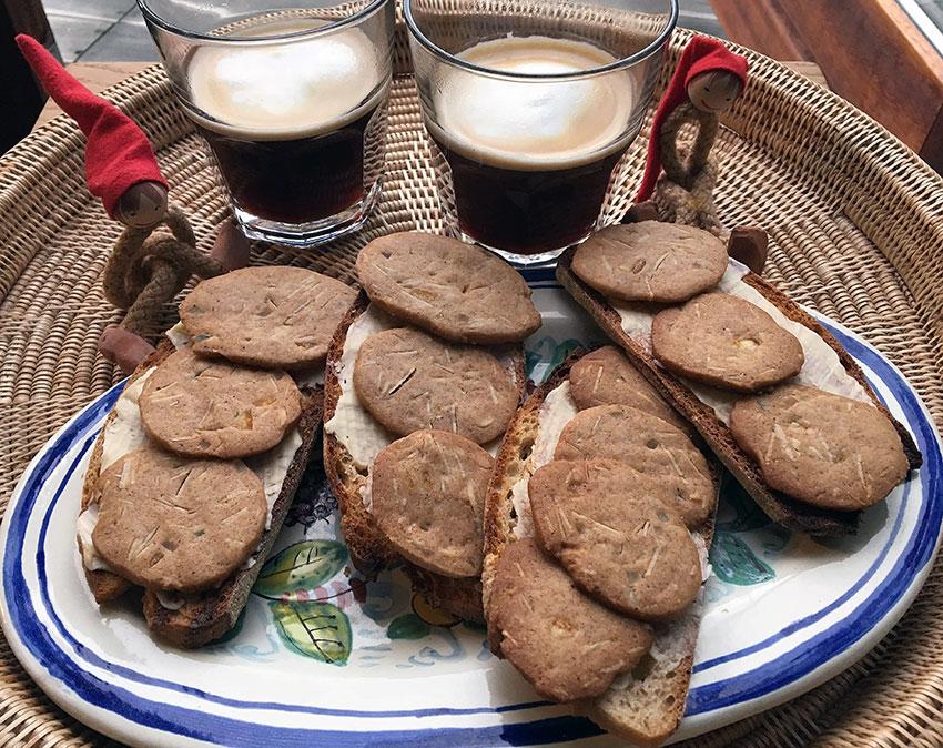 Opskrift: Ristet franskbrød med brunkager