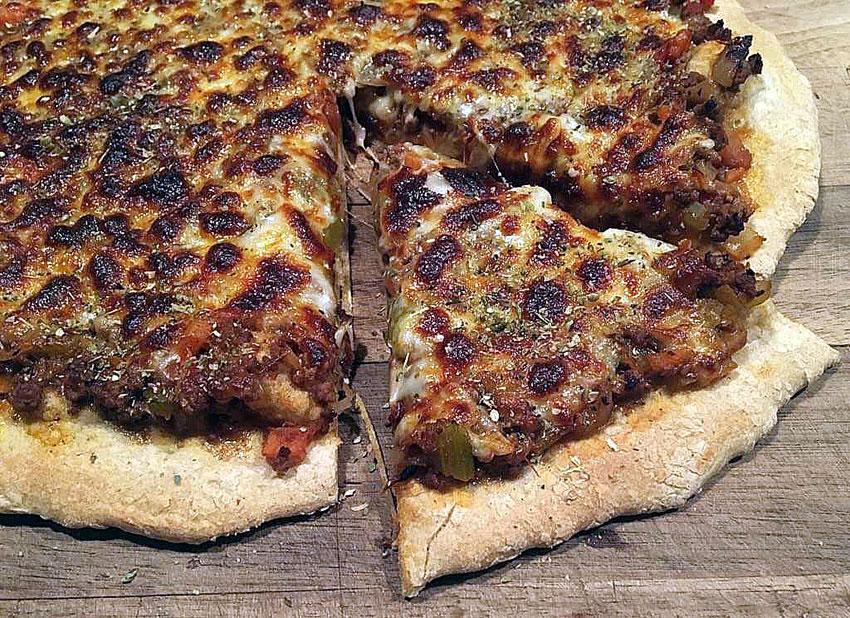 Opskrift: Pizza med kødsovs (pizza bolognese)