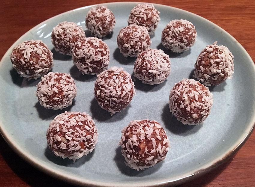 Opskrift: Sukkerfri veganske kokoskugler