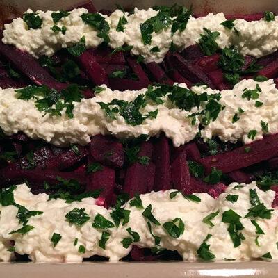 Opskrift: Bagte rødbeder med fetacreme