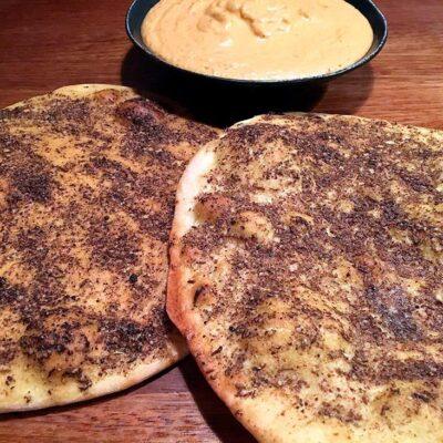 Opskrift: Libanesiske fladbrød - manakish al za'atar