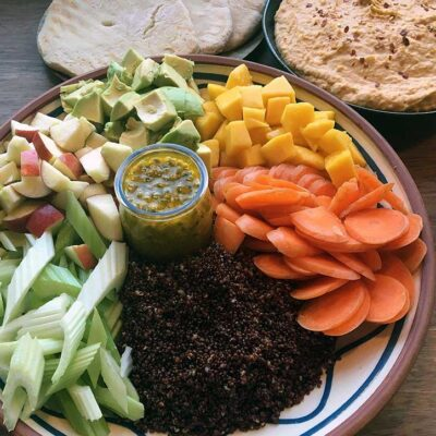Opskrift: Buddha bowl med quinoa, avocado og mango