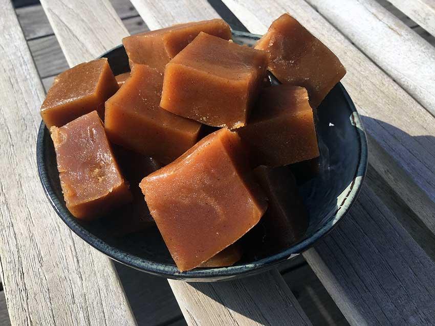 Opskrift: Fudge med fløde og vanilje