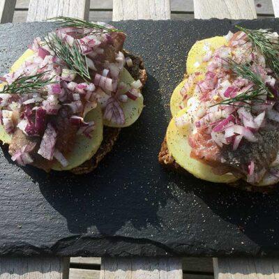 Opskrift: Kartoffelmad med matjesfilet