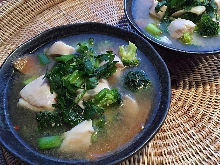 Opskrift: Misosuppe med kylling og broccoli