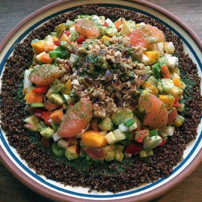 Opskrift: Quinoasalat med kylling, mango, grape