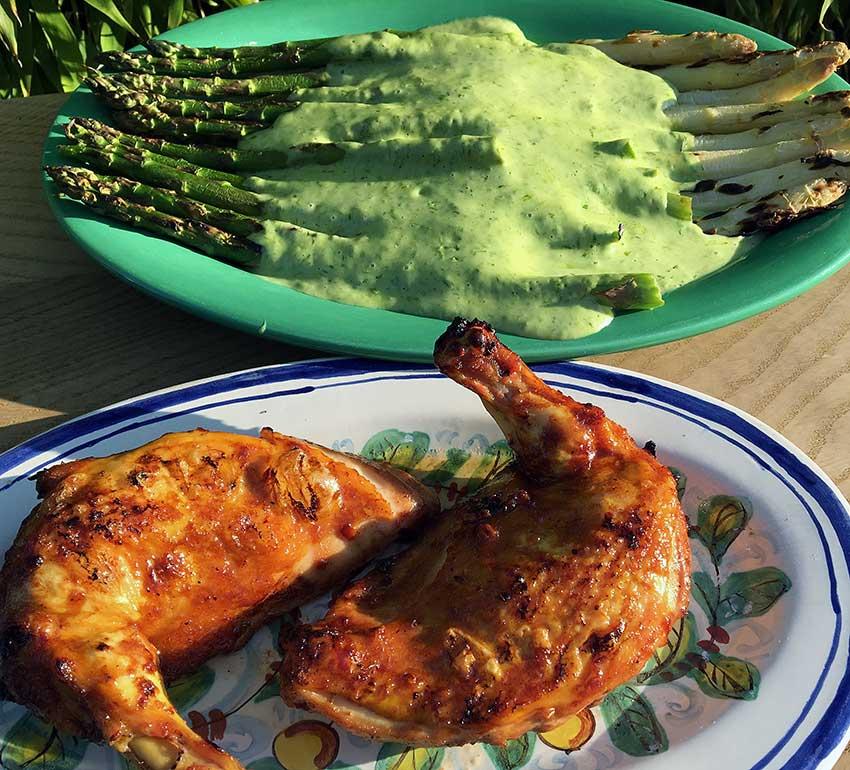 Opskrift: BBQ grillet kyllingebryst og grillede asparges