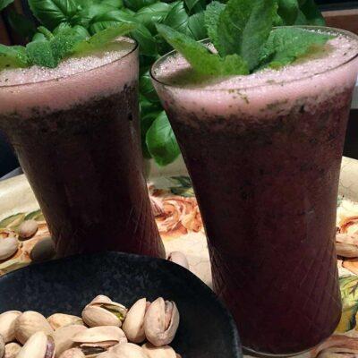 Opskrift: Ummenum for en blåbær-mojito!