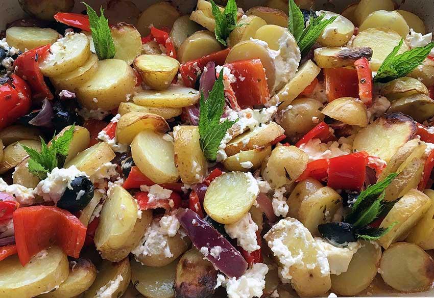 Opskrift: Ovnbagte græske kartofler