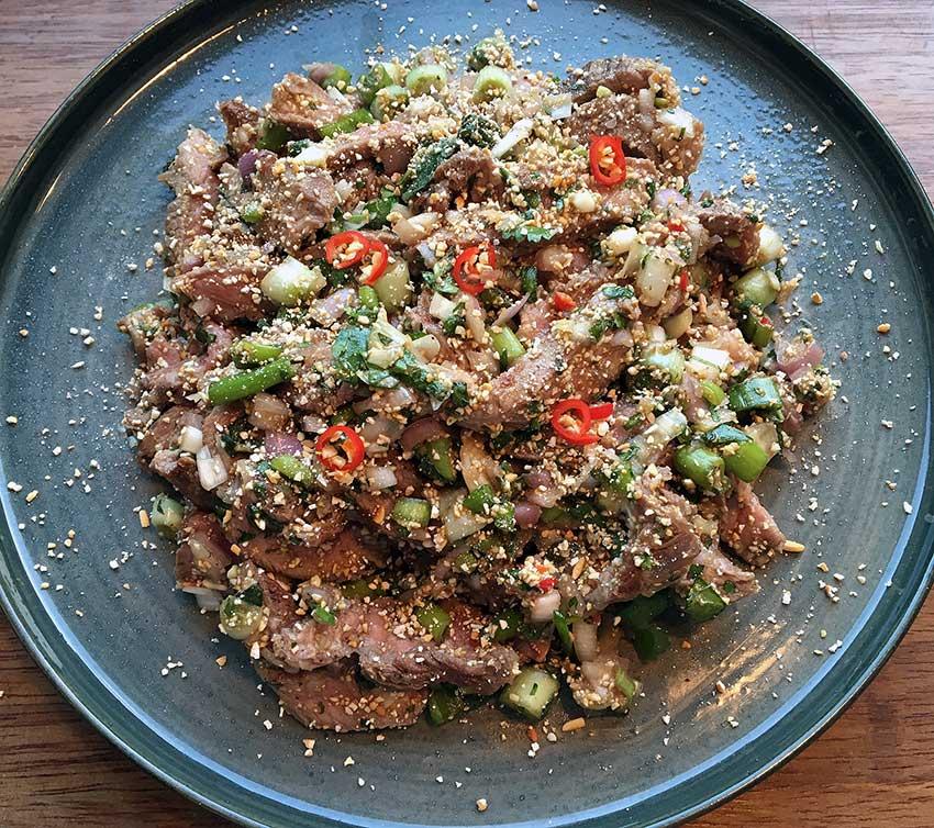 Opskrift: Spicy thai salat med oksekød – larb nam tok