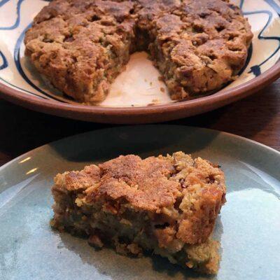 Opskrift: Nem rabarbertærte med mandler og havregryn
