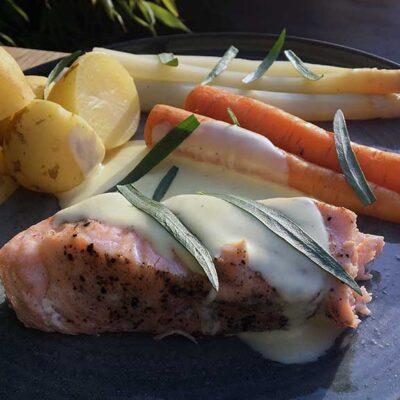 Opskrift: Dampet laks med hvide asparges