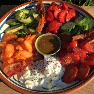 Opskrift: Farvestrålende breakfast bowl