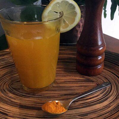 Opskrift: Detox-te med gurkemeje og ingefær