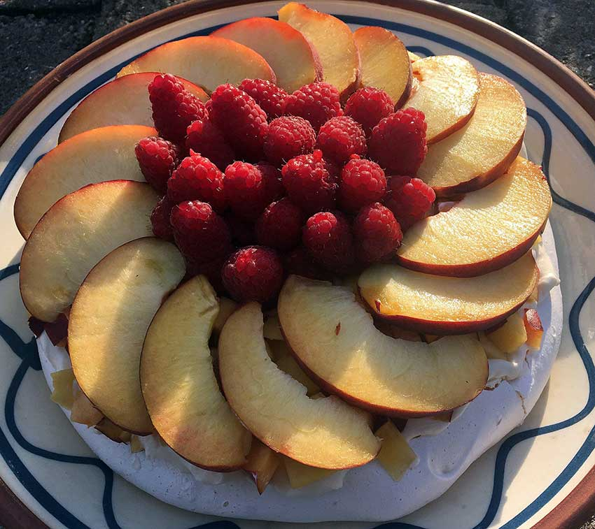 Opskrift: Pavlova Peach Melba