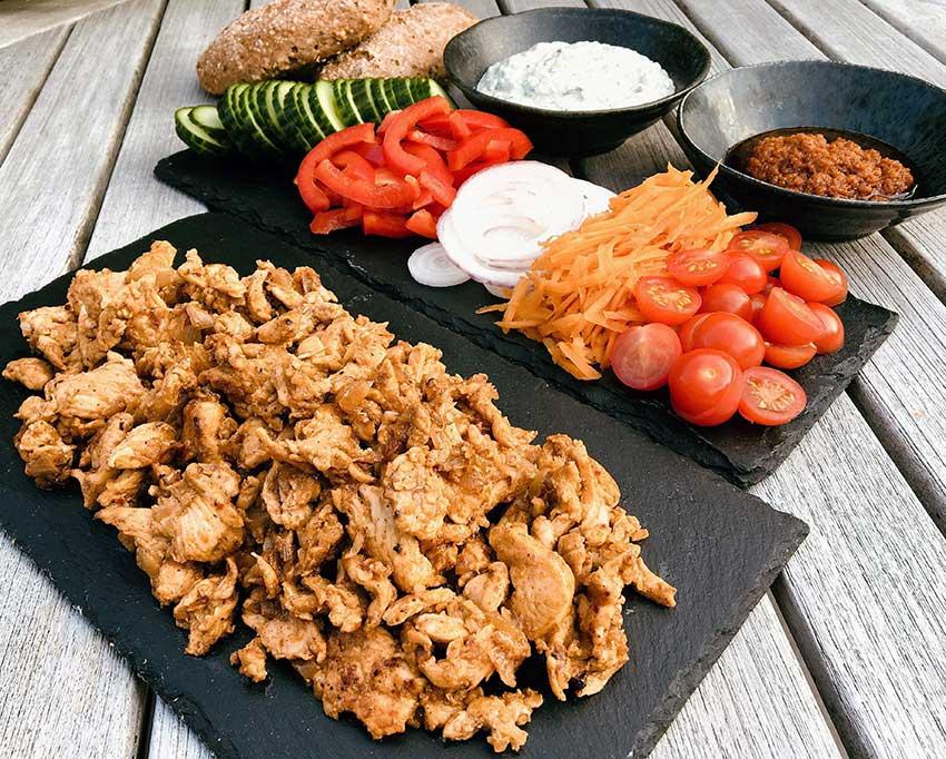 Opskrift: Autentisk shawarma med kylling