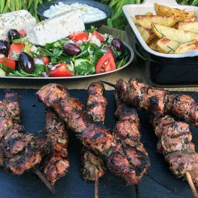 Opskrift: Ægte græsk souvlaki af lam (grillspyd)