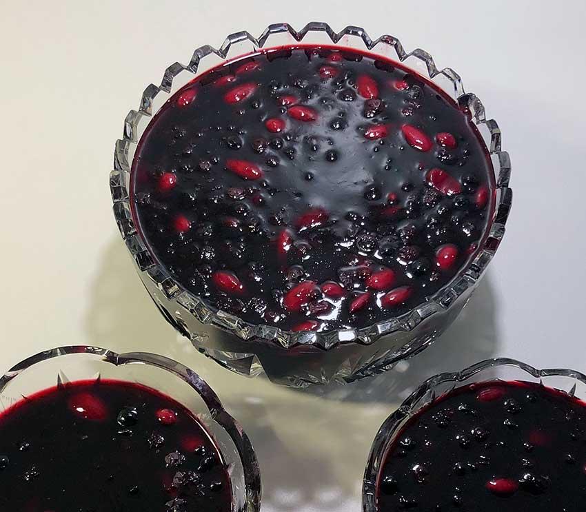 Opskrift: Rødgrød med blåbær og solbær