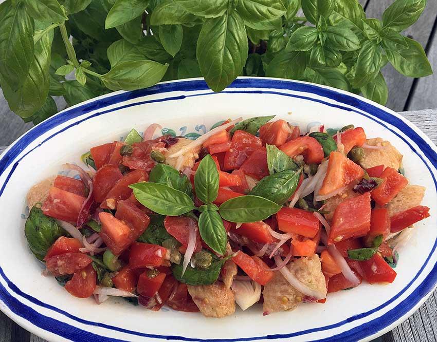 Opskrift: Panzanella – toscansk brødsalat