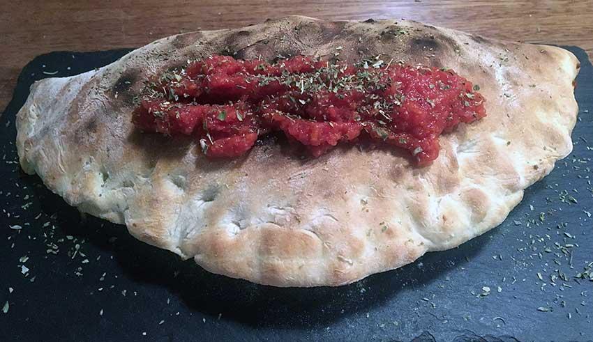 Opskrift: Ægte italiensk calzone – indbagt pizza