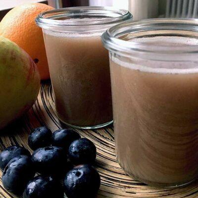 Opskrift: Hjemmelavet juice af blåbær og æbler