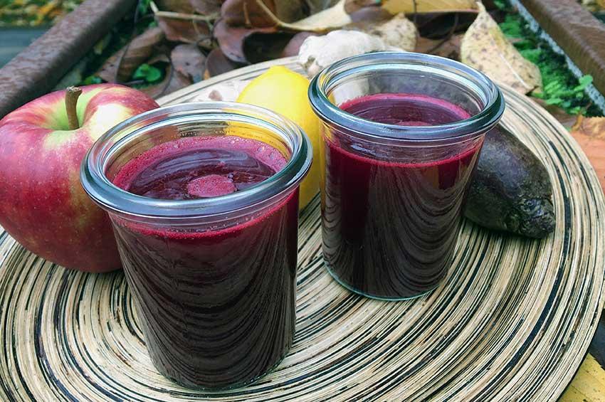 Opskrift: Hjemmelavet juice af rødbede, æble, citron og ingefær