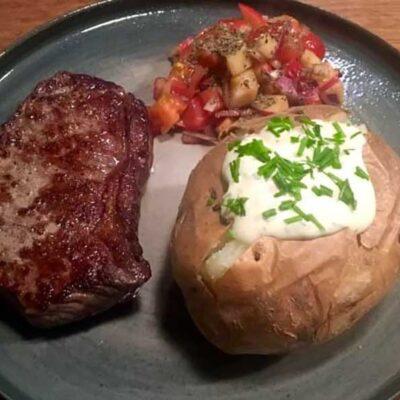Opskrift: Kromandens engelsk bøf med bagt kartoffel