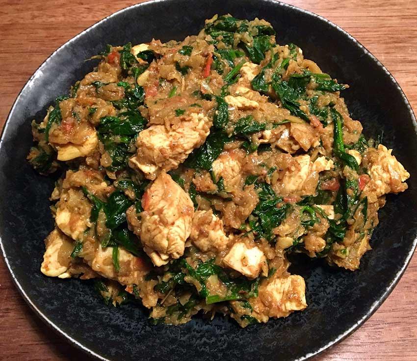 Opskrift: Indisk kylling i spinat og karry (chicken saag)