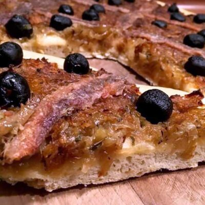 Opskrift: Fransk løgpizza - pissaladière nicoise