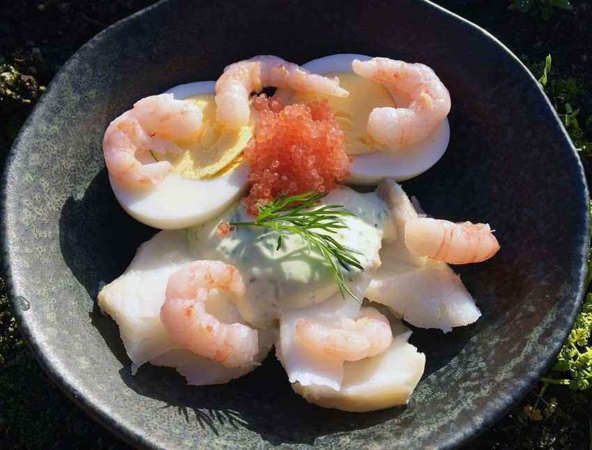 Opskrift: Torskesalat med æg og rejer