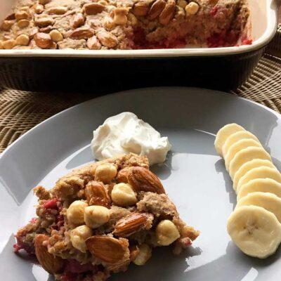 Opskrift: Bagt havregrød med bær
