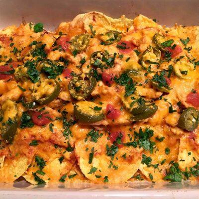 Opskrift: Spicy nachos med kylling og ost