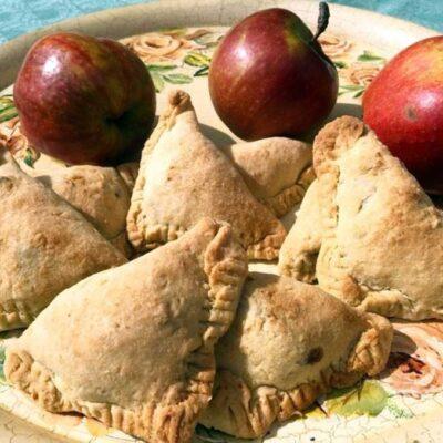 Opskrift: Æblelommer med kanel og lyse rosiner