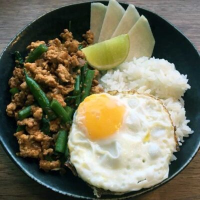 Opskrift: Lynstegt thailandsk kylling - pad kra pao