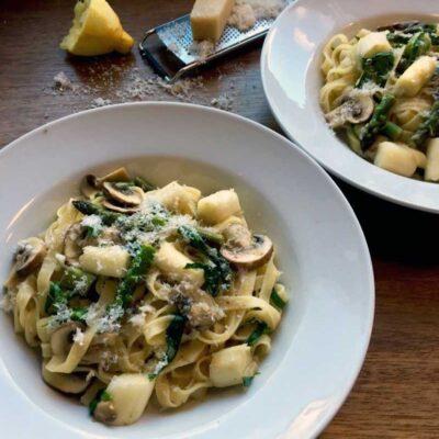 Opskrift: Pasta med asparges og svampe