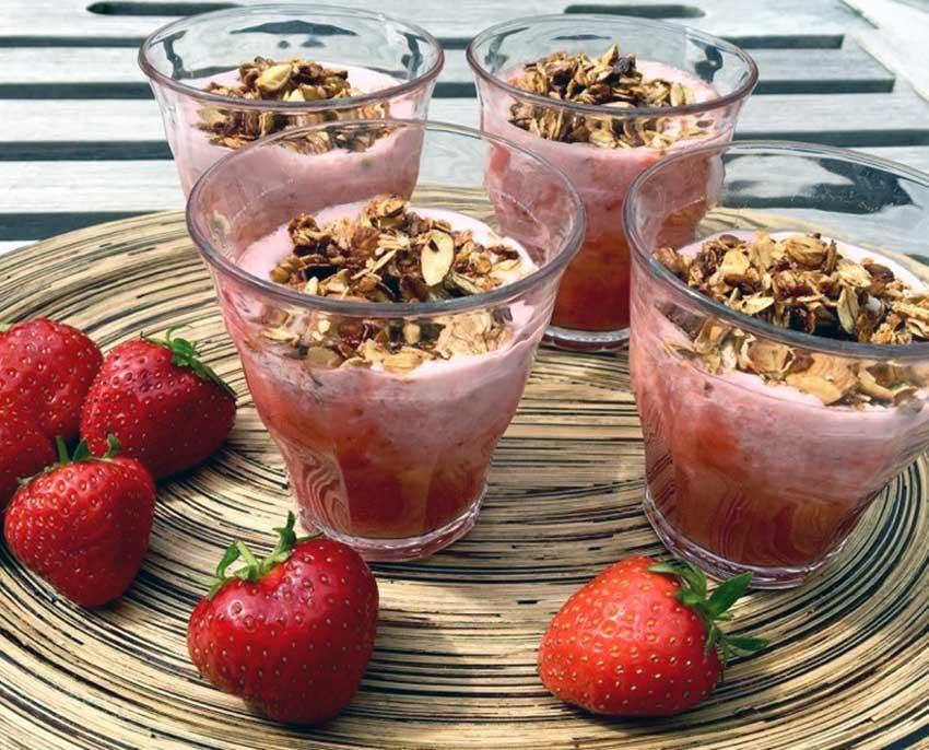Opskrift: Hjemmelavet jordbæryoghurt